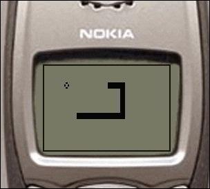 诺基亚6110内置了三款游戏,其中就包括曾让无数80后痴迷的《贪吃蛇》.