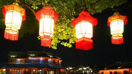 乌镇彩色灯笼