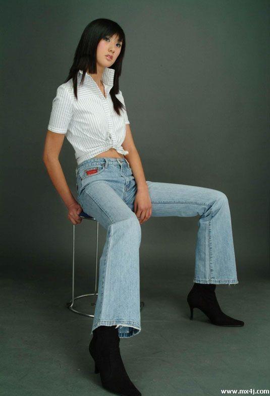 18岁美少女模特的20种不同性感展示图 少女