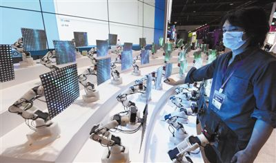 智能车锁龟壳中、工业机器人 5G赋能大众生活
